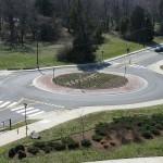 信号のない交差点「ラウンドアバウト」で事故が減る!?設置先は?